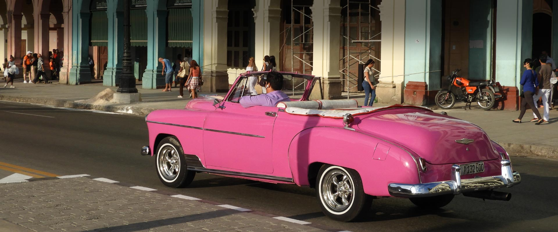 Happy Customers in Flamingo Havana Taxi