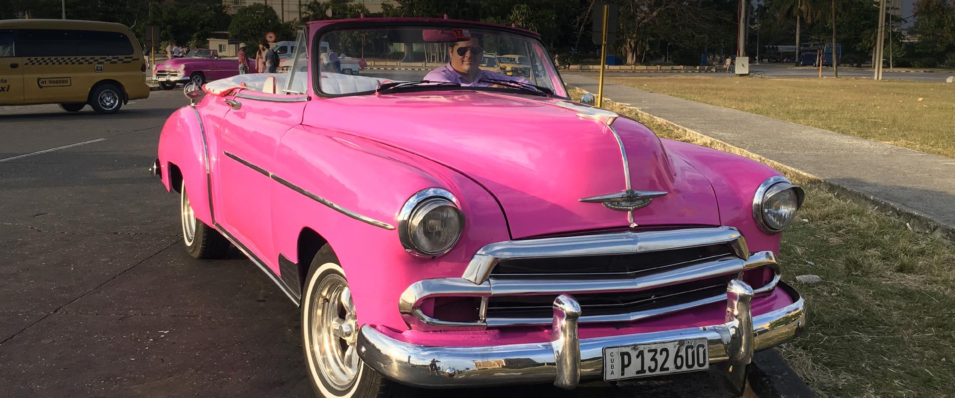 Drive through Havana with Flamingo Havana Taxi - Chevrolet 1950 convertible